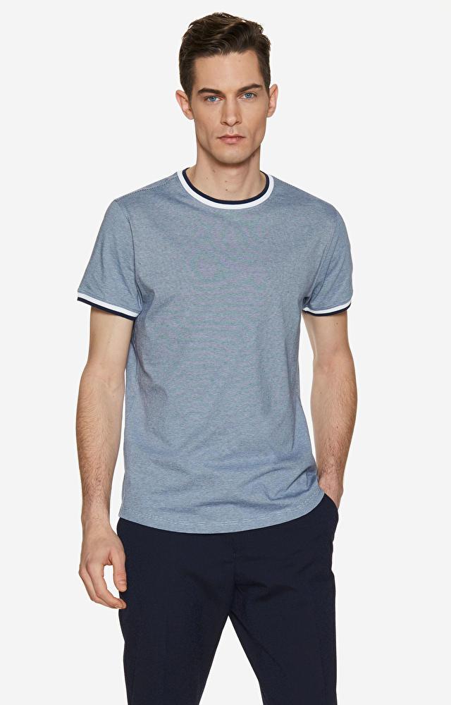 T-shirt z białą lamówką