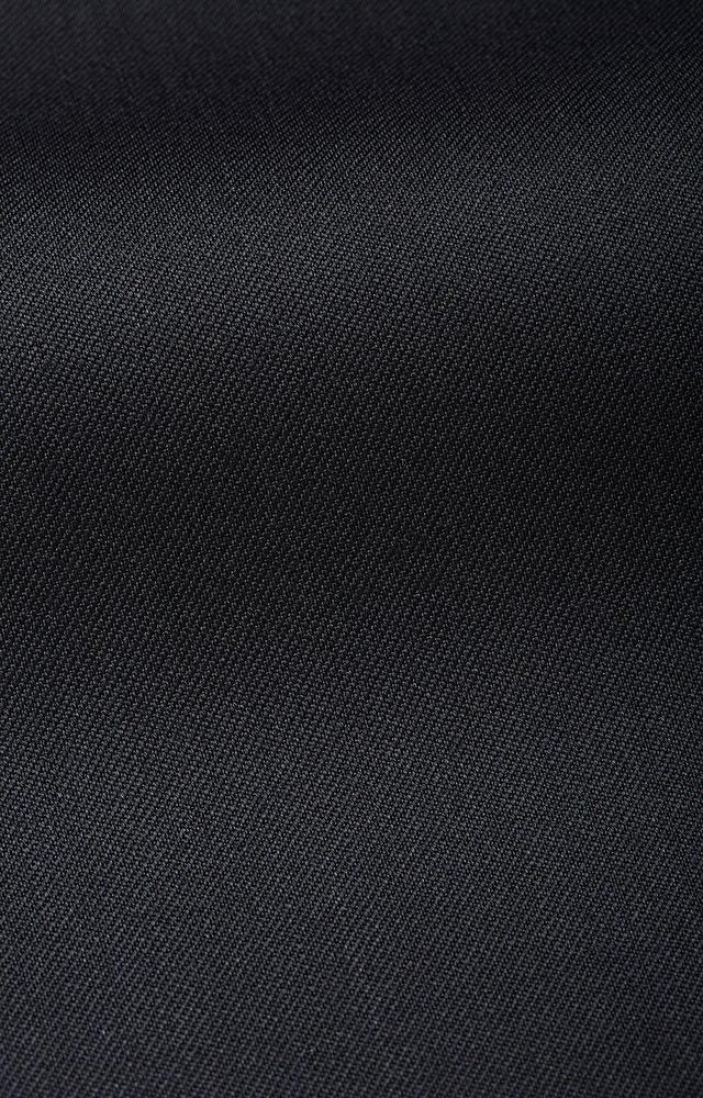 Dopasowany garnitur wełniany z wykończeniami z atłasu
