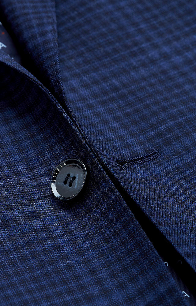 Dopasowany garnitur w kratę