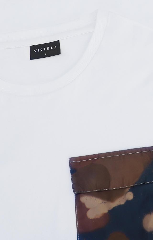 T-shirt z kieszonką moro oraz ozdobnymi lampasami na rękawach