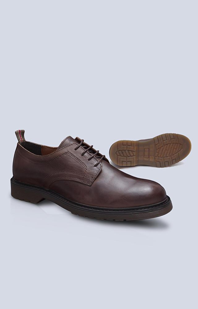 Skórzane, wiązane buty z przeszyciami po bokach