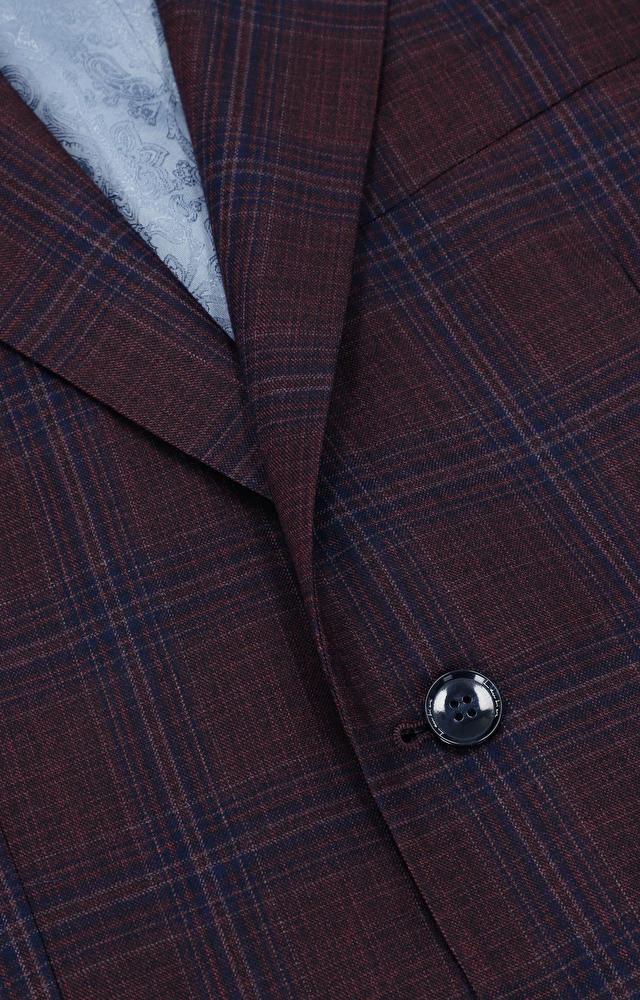 Dopasowany, wełniany garnitur w kratę