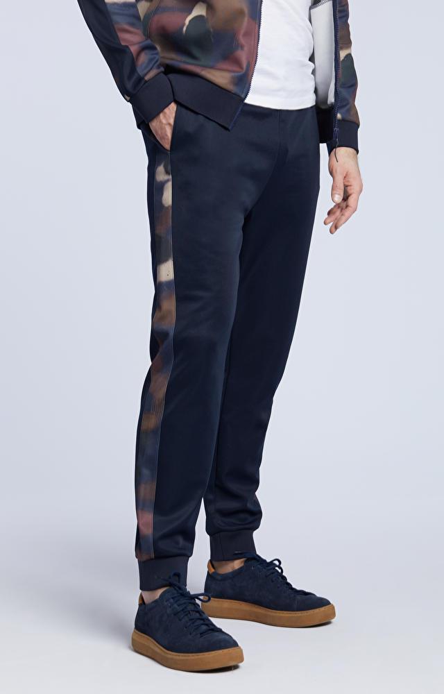 Spodnie dresowe z lampasami moro, ze ściągaczem na nogawkach