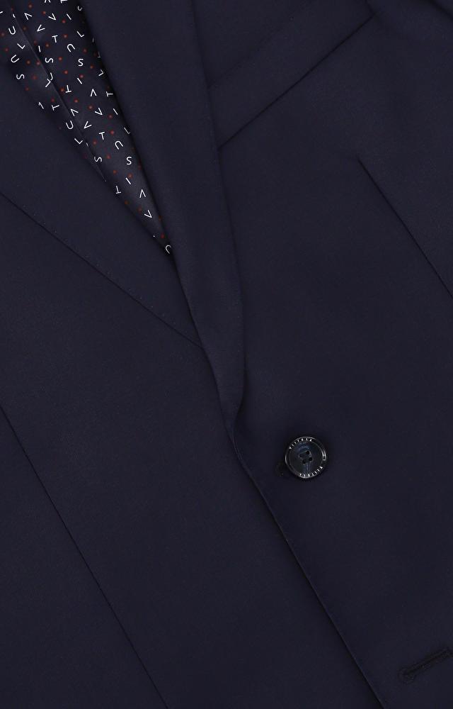 Dopasowany garnitur z wełny