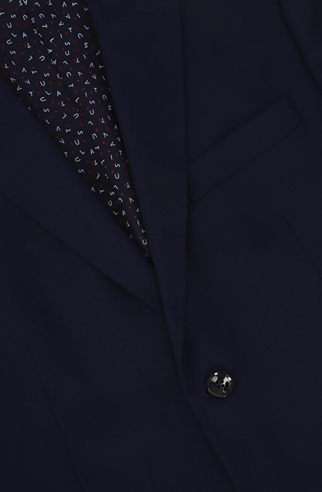 Dopasowany garnitur wełniany