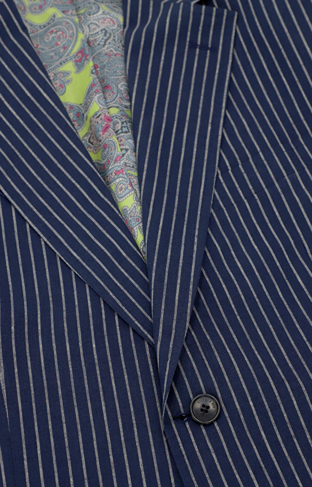 Jednorzędowy garnitur w paski
