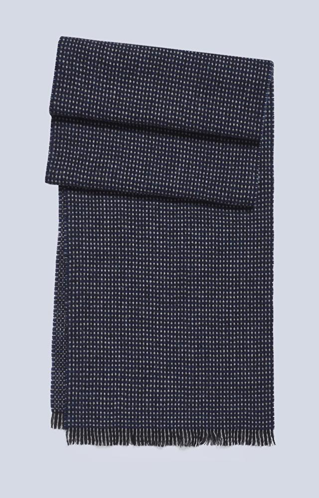 Wełniany szal z wzorem