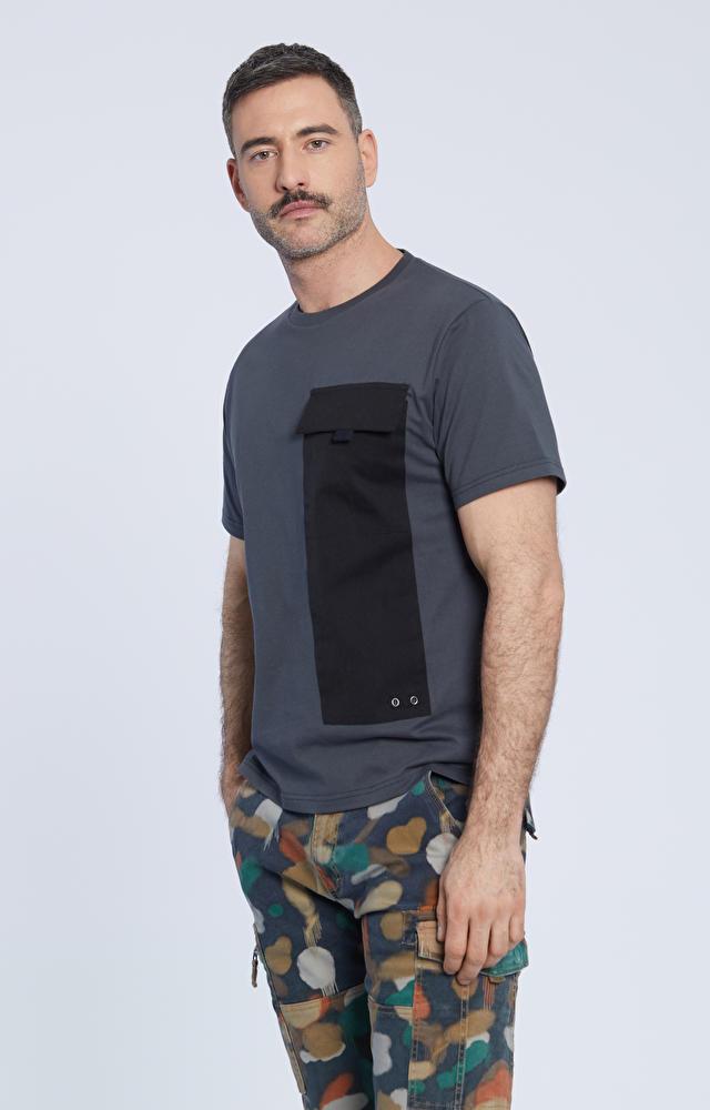 T-shirt z kieszonką przedłużoną panelem