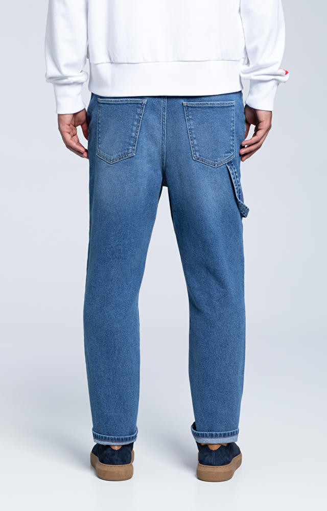 Luźne jeansy