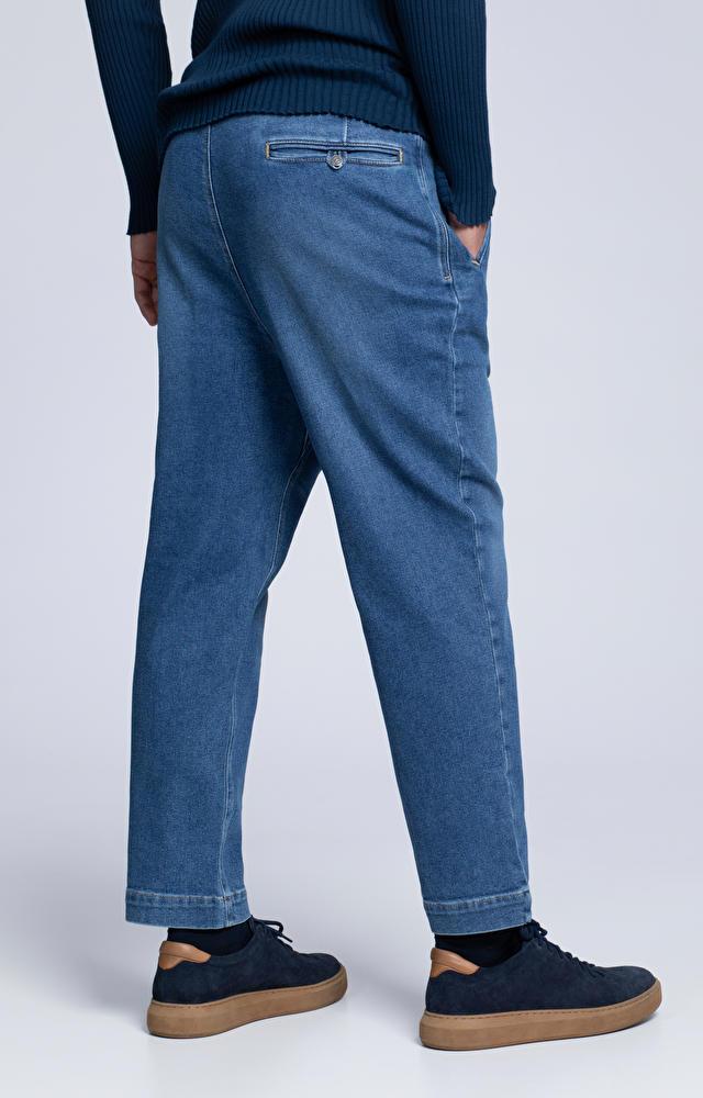 Luźne jeansy o diagonalnym splocie