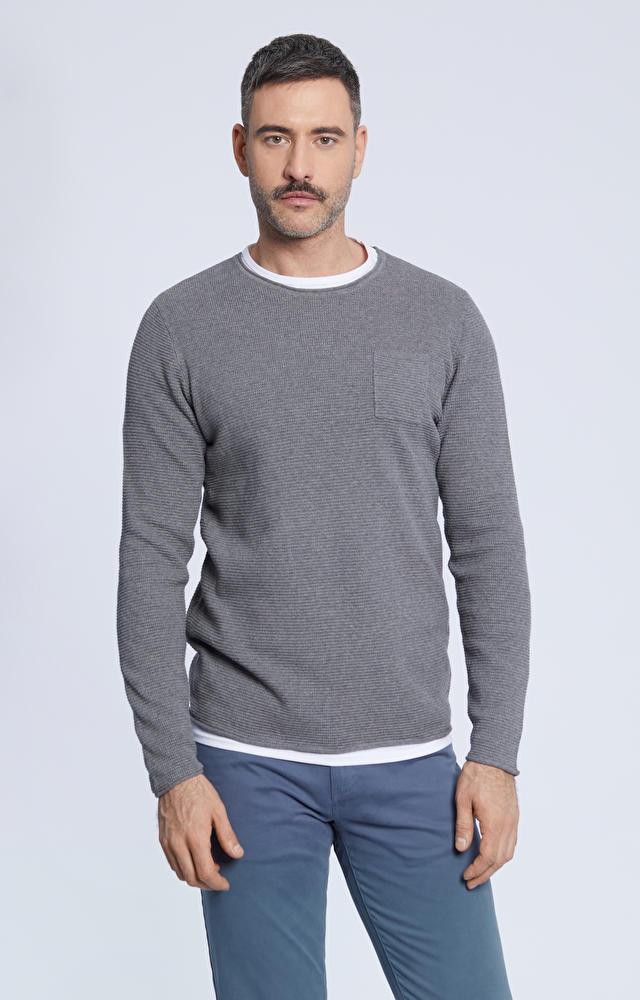 Sweter z ozdobną kieszonką