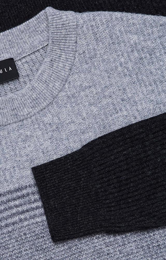 Lekki, wełniany sweter w paski