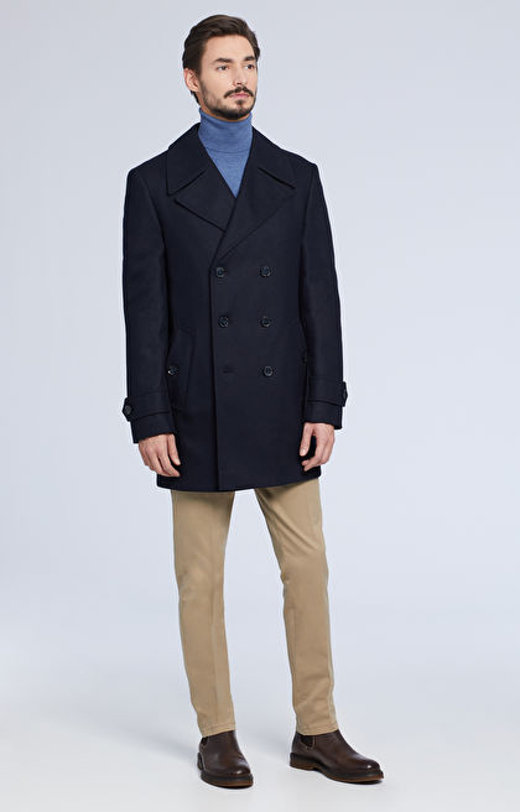 Krótki, dwurzędowy płaszcz
