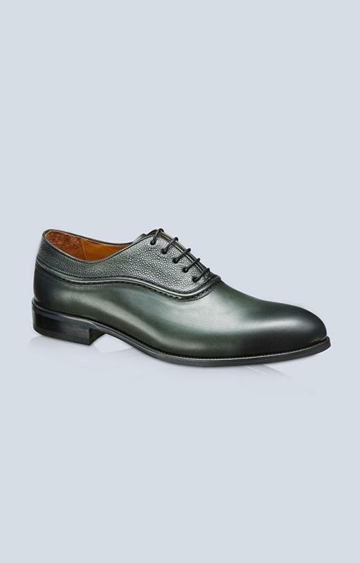 Skórzane buty typu Oxford, klasyczne do garnituru