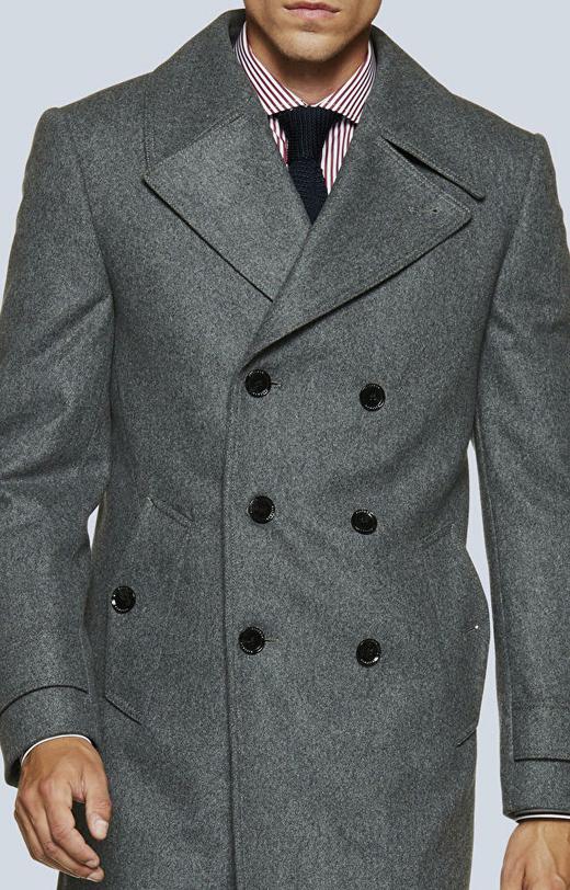 Dwurzędowy, krótki płaszcz