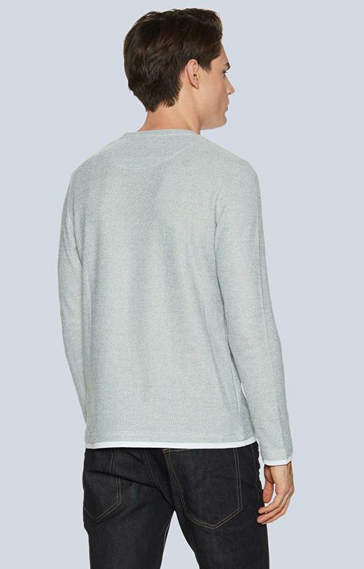 Lekki sweter z delikatną strukturą