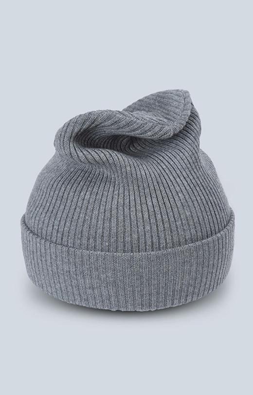 Dzianinowa czapka o ribowym splocie