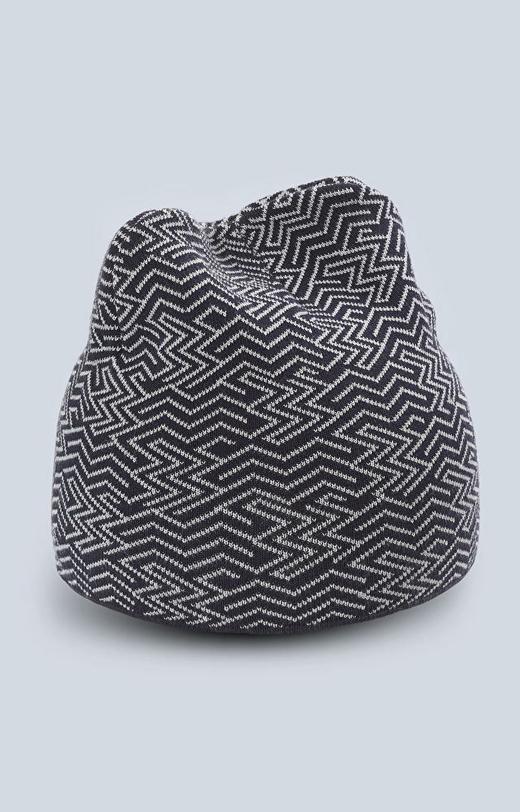 Dzianinowa czapka z wzorem