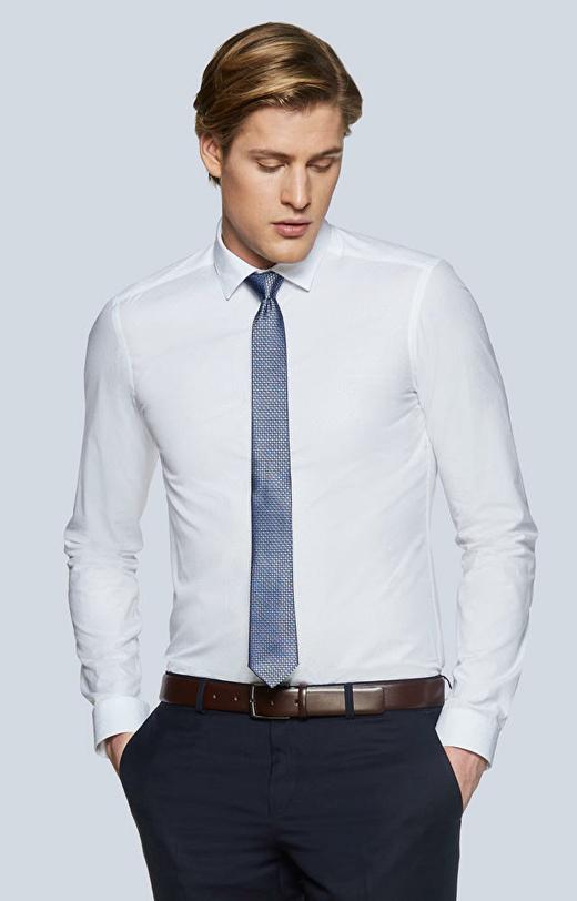 Dopasowana koszula o delikatnej strukturze, kołenierz button-down