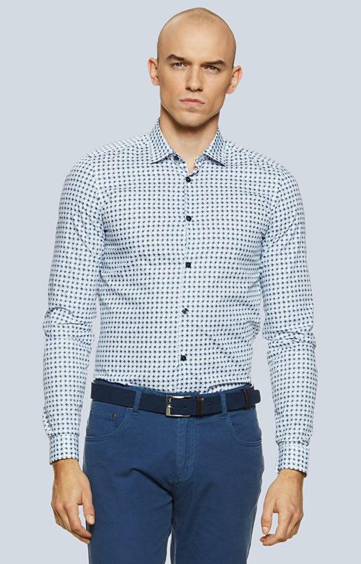 Dopasowana koszula w print z kołnierzem kryte button-down
