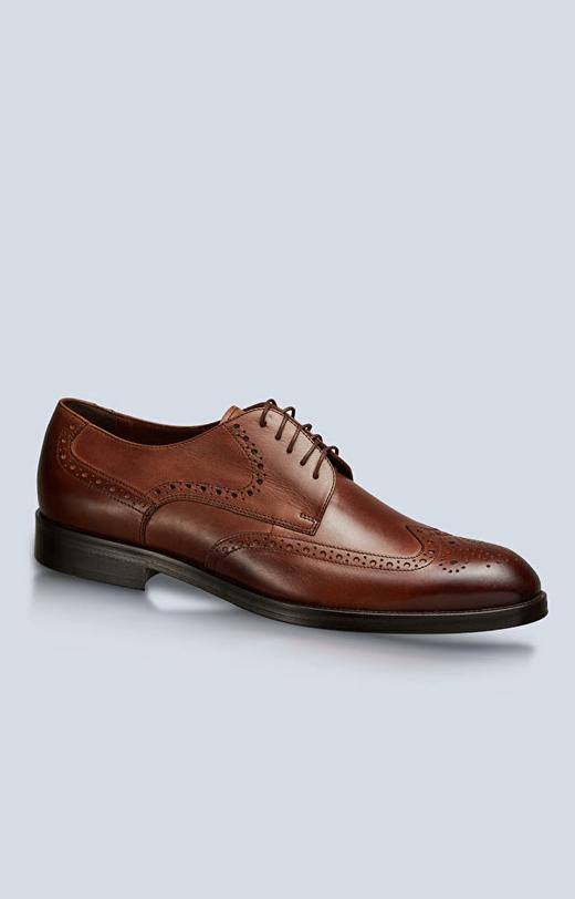 Skórzane buty typu derby z perforacjami, klasyczne do garnituru