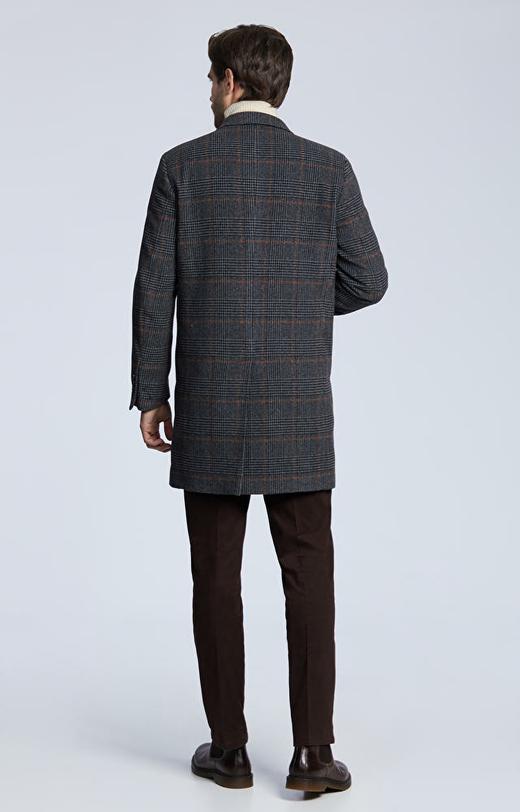 Płaszcz z wełny w kratę