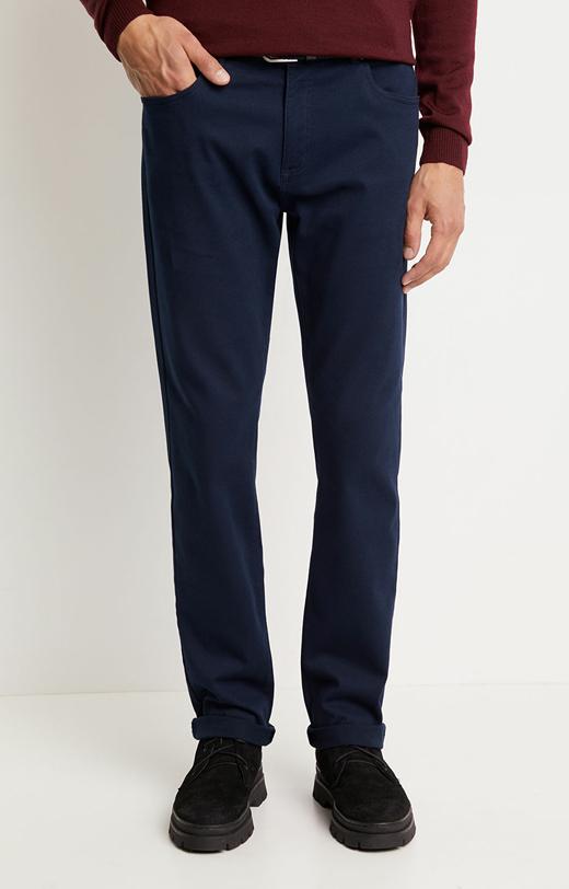 Dopasowane spodnie w delikatny deseń