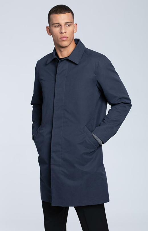 Tkaninowy płaszcz z klasycznym kołnierzem