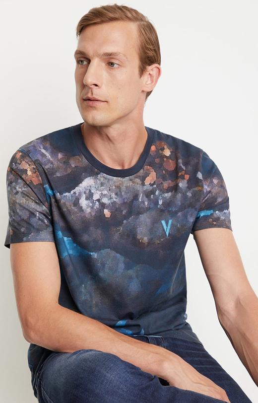 Printowany t-shirt z motywem zorzy polarnej